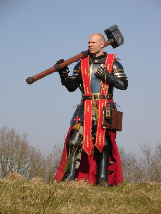 Cosplay and LARP in 40k 31336%20-%20Luthor_Huss%20The_Empire%20Warhammer%20Warrior_Priest